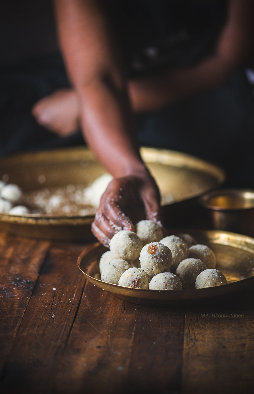 Rave unde is a traditional ladoo from Karnataka made using semolina. Crispy and light rave unde is one of my favourite ladoos.