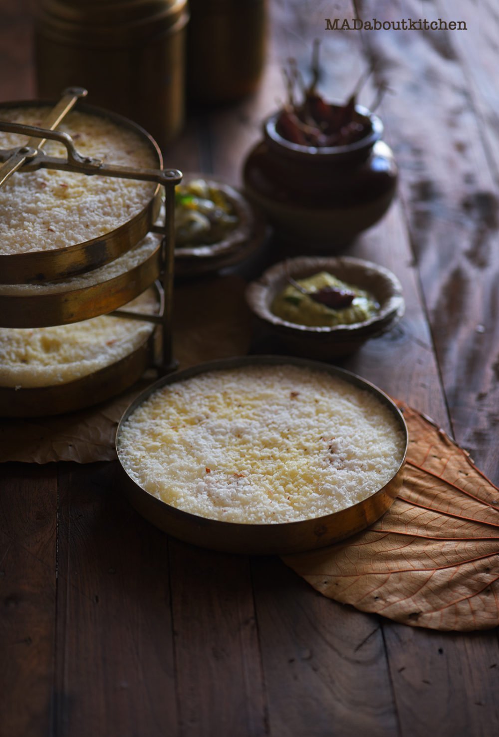 Tari , Steamed Pancakes are a speciality in the Malnad region of Karnataka, India. The very healthy, simple Tari is best served hot along with some spicy chutneys and spicy curries.