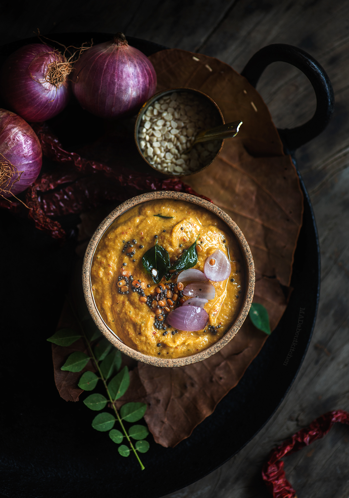 Eerulli chutney, Onion Chutney is made using onion as the main ingredient. The browned onions gives the chutney a very distinct smell and flavour.