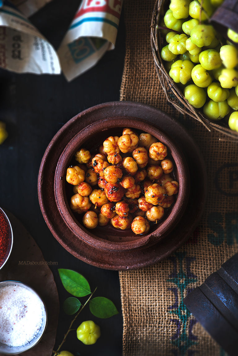 Kiru Nallikaayi Uppinakaayi is the pickle made using the smaller Indian gooseberries. These berries are tart & sweet & pickle is ready in 3 days.