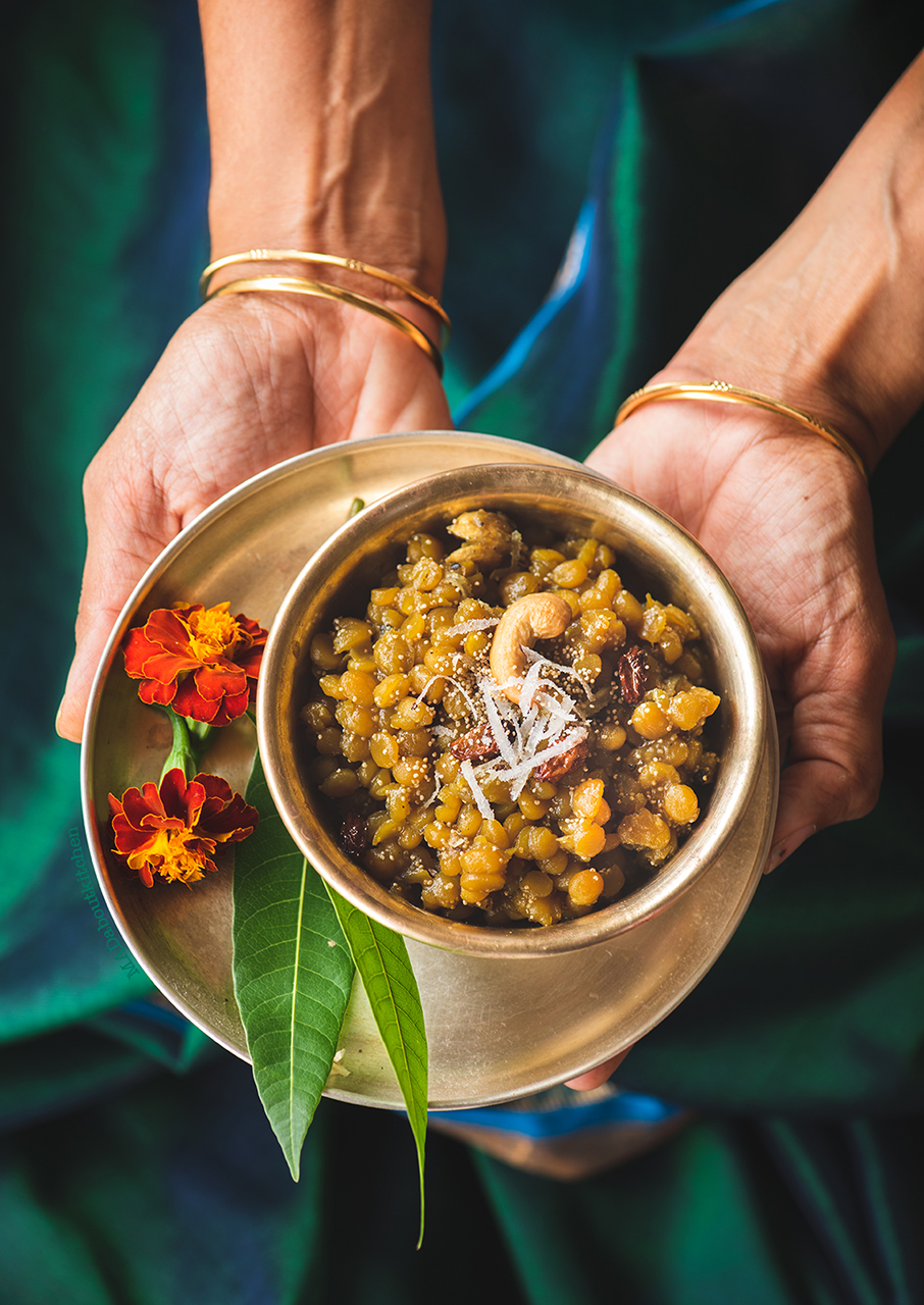 HAYAGREEVA, is a sweet dish, a speciality from Karnataka. Hayagreeva is a sweet dish made withBengal gram cooked with jaggery andflavoured with cardamom.