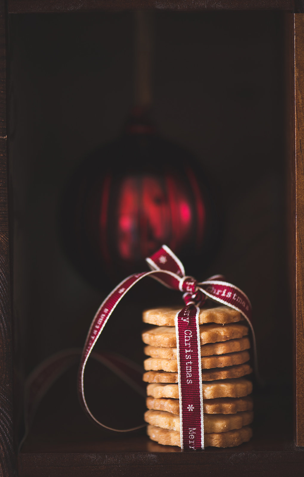 Butter Cookies are thin, melt in the mouth, buttery, crisp cookies. Butter cookies are not only easy to make, but are perfect for gifting.